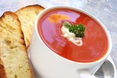 Sopa del tomate con pan turco tostado Imágenes de archivo libres de regalías