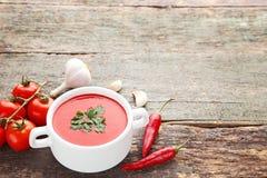 Sopa del tomate con perejil Fotos de archivo