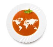 Sopa del tomate de la placa con crema en la forma del mundo (serie) Foto de archivo libre de regalías