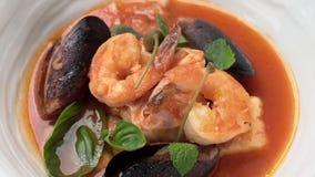 Sopa deliciosa com camarão e marisco filme