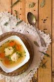Sopa deliciosa del caldo de pollo fotografía de archivo