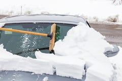 Sopa den snöade bilen Arkivfoto