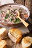 Sopa dietética deliciosa feita do arroz selvagem com galinha e vege Fotografia de Stock Royalty Free