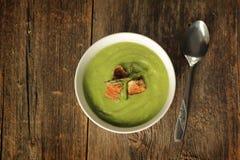Sopa do aspargo com colher Imagens de Stock Royalty Free