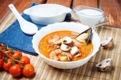 Sopa do camarão de Shimp tom Yum, culinária tailandesa imagens de stock royalty free