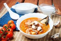 Sopa do camarão de Shimp tom Yum, culinária tailandesa fotos de stock royalty free