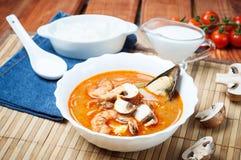 Sopa do camarão de Shimp tom Yum, culinária tailandesa imagem de stock royalty free