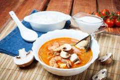 Sopa do camarão de Shimp tom Yum, culinária tailandesa fotografia de stock royalty free