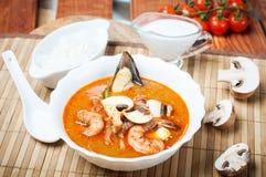 Sopa do camarão de Shimp tom Yum, culinária tailandesa fotos de stock