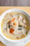 Sopa do coco com camarão imagens de stock