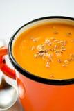 Sopa do creme da cenoura-abóbora do vegetariano com sementes de linho Fotos de Stock Royalty Free