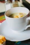 Sopa do creme da raiz de aipo com pão torrado e queijo Foto de Stock Royalty Free