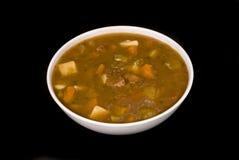 Sopa do guisado de carne no fundo preto Imagens de Stock Royalty Free