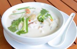 Sopa do marisco com leite de coco Imagens de Stock