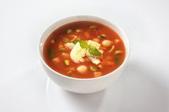 Sopa do minestrone com queijo e manjericão Foto de Stock