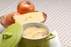 sopa do oinion 3941194 com queijo e pão derretidos na parte superior fotografia de stock