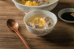 Sopa do osso do milho e da carne de porco, alimento chin?s delicioso foto de stock