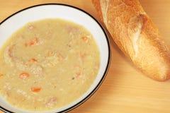 Sopa do presunto e de lentilha Imagens de Stock
