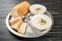 Sopa do queijo com pão branco Imagens de Stock