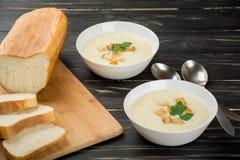 Sopa do queijo com pão branco Fotografia de Stock