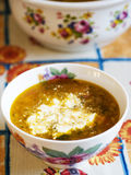 Sopa do repolho na tabela de jantar. Imagem de Stock