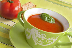 Sopa do tomate com frito de pão Imagens de Stock Royalty Free