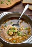 Sopa do vegetariano com feijões e vegetais Foto de Stock