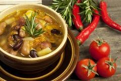 Sopa do vegetariano dos feijões fotografia de stock