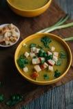 Sopa do vegetariano na tabela Fotografia de Stock