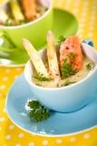 Sopa dos espargos com salmões imagens de stock