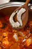 Sopa dos peixes com bacalhau e camarões fotos de stock royalty free