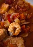 Sopa dos peixes com bacalhau e camarões fotografia de stock royalty free