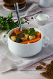 Sopa dos peixes com cenouras e salsa Fotos de Stock Royalty Free