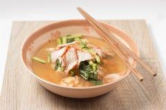 Sopa e bolinha de massa de macarronete Imagens de Stock
