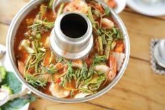 Sopa e camarão quentes e ácidos na água condensada, alimento tradicional tailandês Fotografia de Stock