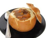 Sopa en tazón de fuente del pan Foto de archivo libre de regalías