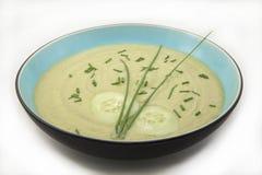 Sopa fría del aguacate y del pepino Foto de archivo libre de regalías