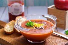 Sopa fría tradicional del gazpacho Vista lateral de la cocina española, mediterránea imágenes de archivo libres de regalías