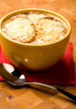 Sopa francesa de la cebolla Foto de archivo