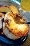 Sopa francesa de la cebolla Fotos de archivo libres de regalías