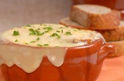 Sopa francesa deliciosa de la cebolla Imagenes de archivo