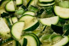 Sopa fresca del calabacín y del puerro Foto de archivo