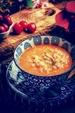Sopa fresca del tomate con arroz fotografía de archivo