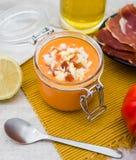 Sopa fresca del tomate Salmorejo espa?ol imagen de archivo libre de regalías