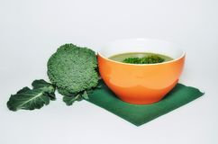 Sopa fresca dos bróculos fotografia de stock