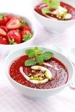 Sopa fria da morango para o verão Fotos de Stock Royalty Free