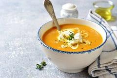 Sopa grossa da abóbora com queijo e tomilho de feta Fotos de Stock Royalty Free