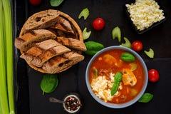Sopa grossa do tomate com carne, os cogumelos e aipo triturados Imagem de Stock