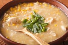 Sopa gruesa china del maíz con cierre del pollo para arriba horizontal Foto de archivo