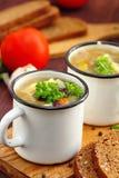 Sopa hecha en casa con las habas y las verduras rojas de riñón Fotografía de archivo libre de regalías